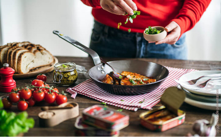 Sardines with tomato and pistou to be served hot - 3 tins of 115g ea. - La Belle Iloise