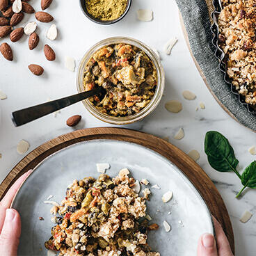 Vegetable crumble with seaweed and curry spices