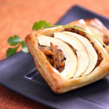 Mackerel, beer and apple puff pastries
