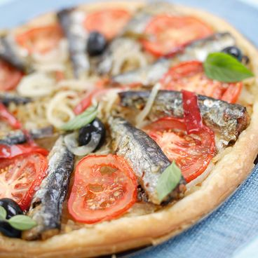 Onion and sardine tart with two chilli peppers